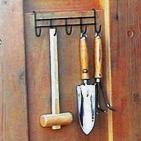 便利なガーデン用品掛けを標準装備